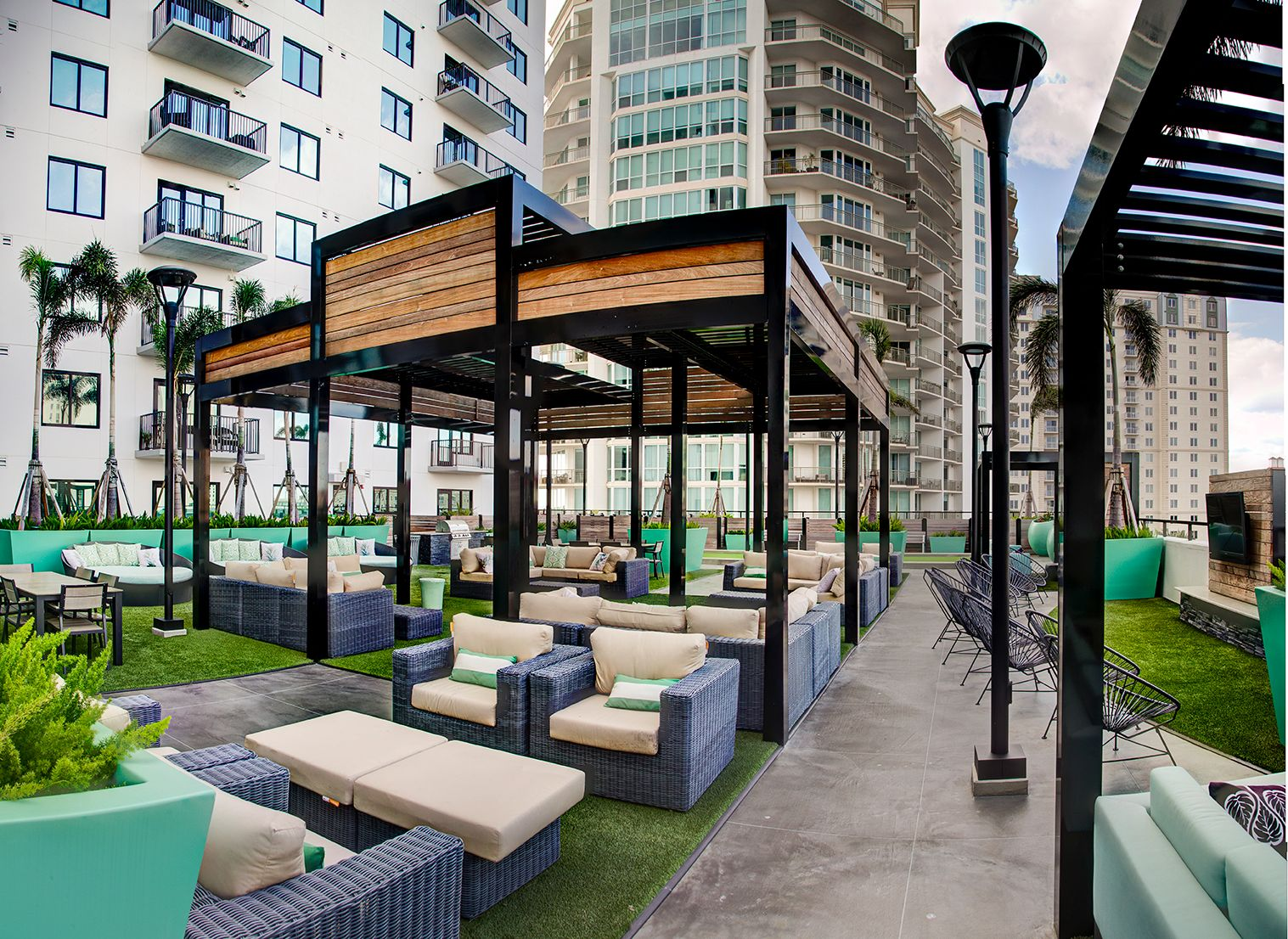 Rooftop amenity area with outdoor seating